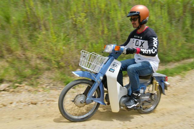 画像: 未舗装路とかのオフロードを走らせるの怖いんです! 国際A級ライダーにスーパーカブでのオフ走行を教えてもらおう。ライテク・オフロード前編〈若林浩志のスーパー・カブカブ・ダイアリーズ Vol.33〉 - webオートバイ