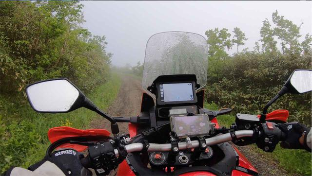 画像: 往復約50kmものダート。でも毎日通っても晴れません…