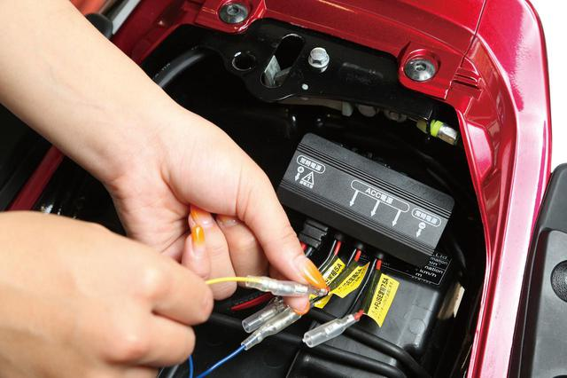 画像: デイトナ「D-UNIT PLUS」 税込価格:3080円 サイズ:縦40㎜×横85㎜×高さ25㎜ 対応車種: 12V電装車