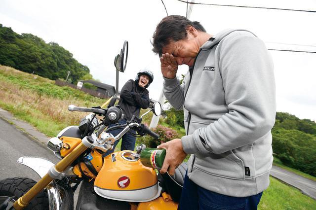 画像: 同じガソリン量でスタート、どちらかっていうとボクとカブの方がテキトー運転してたって言うのに、信号待ちでちまちまアイドリングストップしてたロバ先輩とモンキーが先にストップ! (笑)