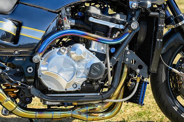 画像: エンジンはφ79mmのJEピストン×58mmストロークのZX-11クランクで1136cc仕様、FCRφ41mmキャブやKファクトリー・ディアブロチタンEX等で後軸実測165ps以上の仕様。それでいて18km/ℓの高燃費も記録、またフレキシブルな特性も得ている。