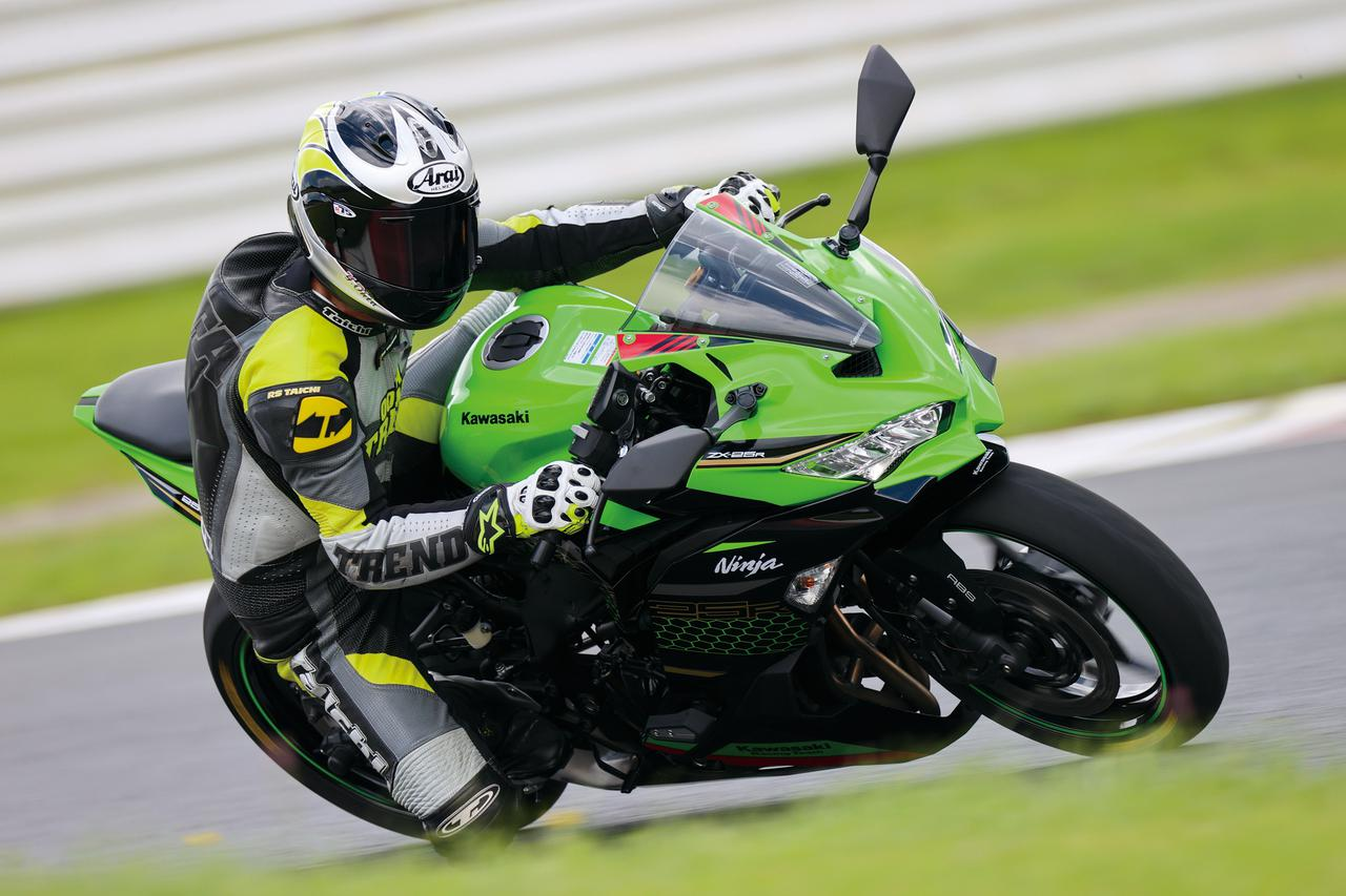 Images : 3番目の画像 - Kawasaki Ninja ZX-25R SE/ライダー:太田安治 - webオートバイ