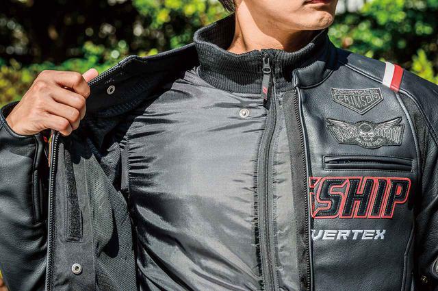 画像: 着脱式の長袖サーマルインナーは脇周りがストレッチ生地になっており、裾部分のリブがずり上がりを防止。