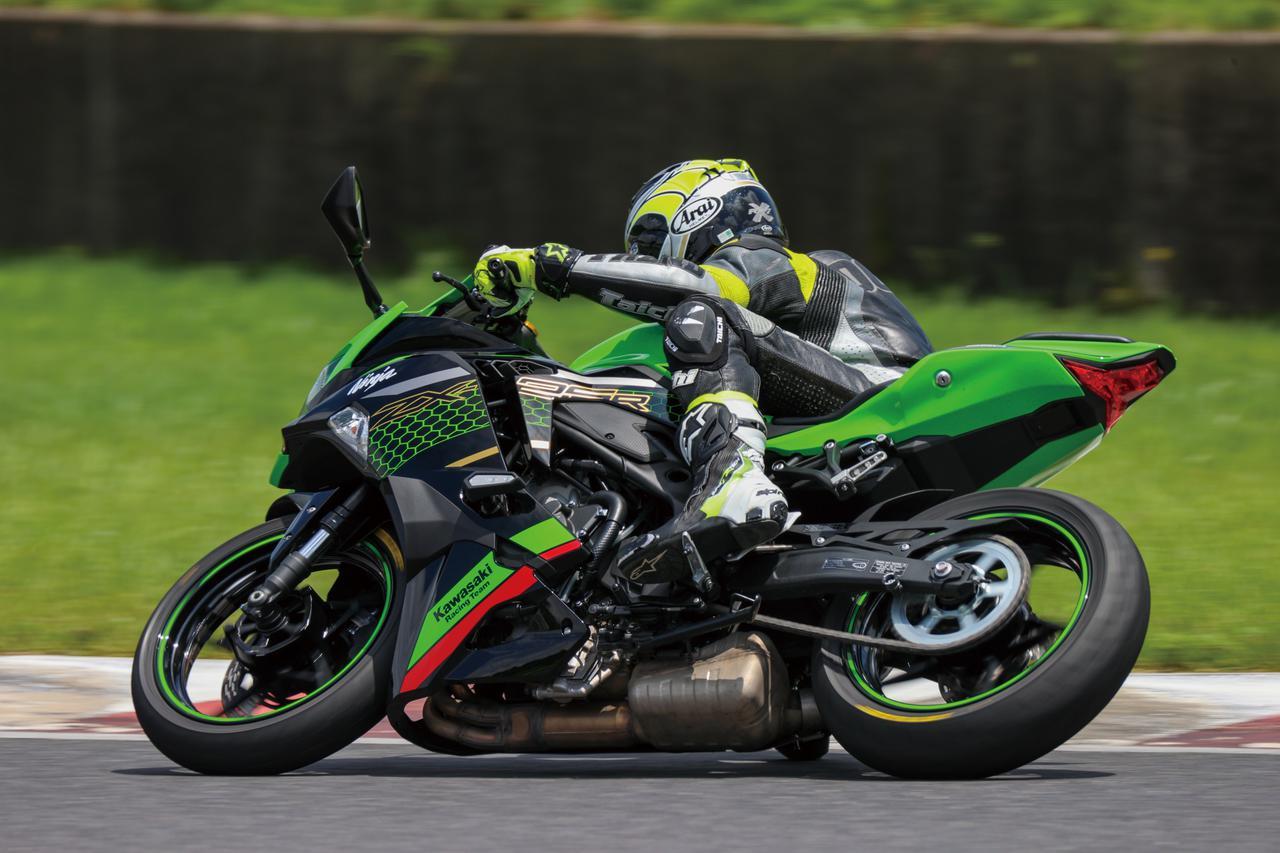 Images : 2番目の画像 - Kawasaki Ninja ZX-25R SE/ライダー:太田安治 - webオートバイ