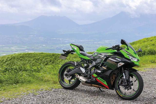 画像: Kawasaki Ninja ZX-25R SE 総排気量:249cc エンジン形式:水冷4ストDOHC4バルブ並列4気筒 最高出力:33kW(45PS)/15,500rpm ラムエア加圧時:34kW(46PS)/15,500rpm 最大トルク:21N・m(2.1kgf・m)/13,000rpm 発売日:2020年9月13日 メーカー希望小売価格:91万3000円(消費税10%込)