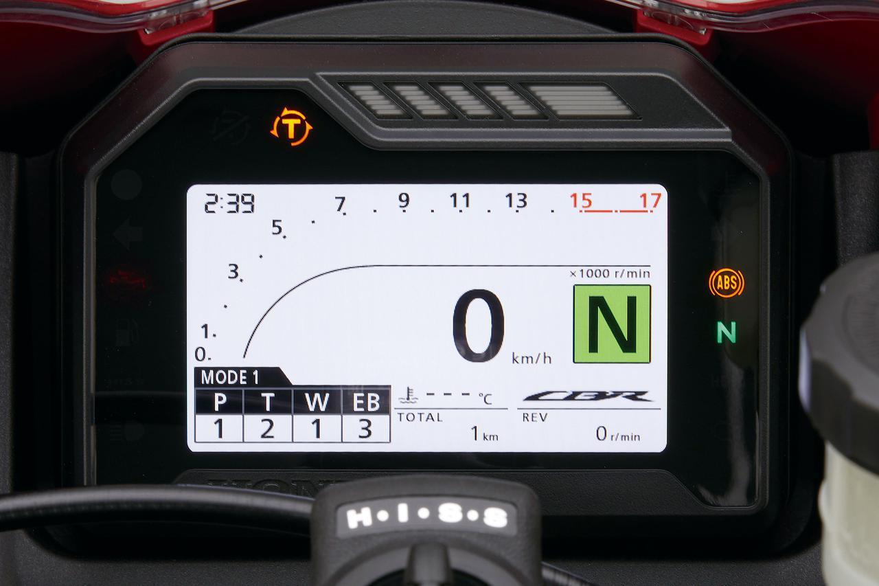 画像: 1000RR-R同様のカラーTFTメーター。電子制御デバイスはパワー、トルク、ウイリー、エンジンブレーキが調整可能となっている。