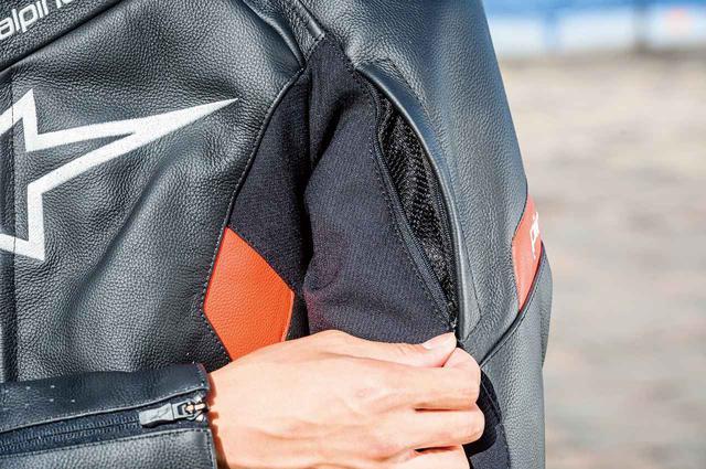 画像: 上腕部にはzip式ベンチレーションを配置。