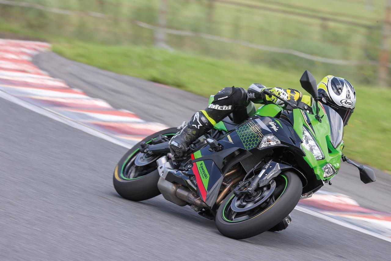 Images : 4番目の画像 - Kawasaki Ninja ZX-25R SE/ライダー:太田安治 - webオートバイ