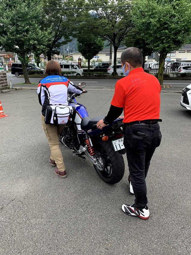 画像: 実際の指導風景。 www.leotanimoto.co.jp