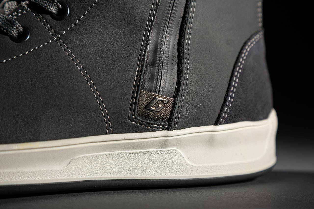 Images : 8番目の画像 - 細部まで美しい「VOYAGER CDG GORE-TEX」の写真をもっと見る! - LAWRENCE - Motorcycle x Cars + α = Your Life.