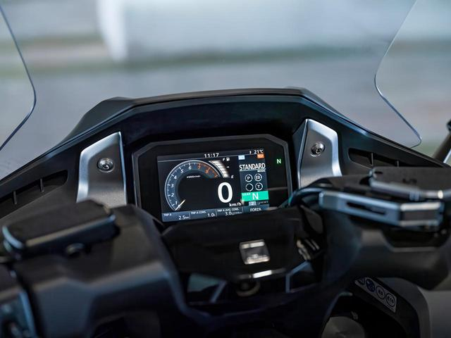 画像2: 22L容量トランク、スマートキー、5インチTFTメーターなど装備も充実