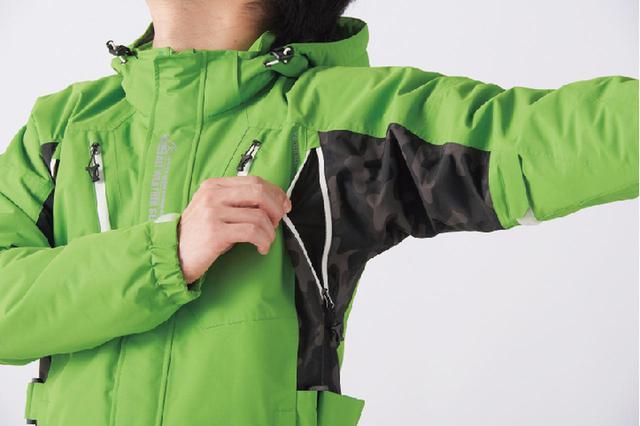 画像: 暑くなったら脇のベンチレーションを開放し温度調整ができます。