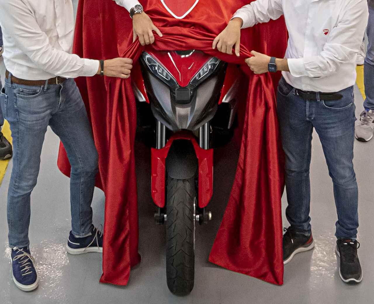 Images : 1番目の画像 - ムルティストラーダV4とエンジン「V4グランツーリスモ」 - webオートバイ