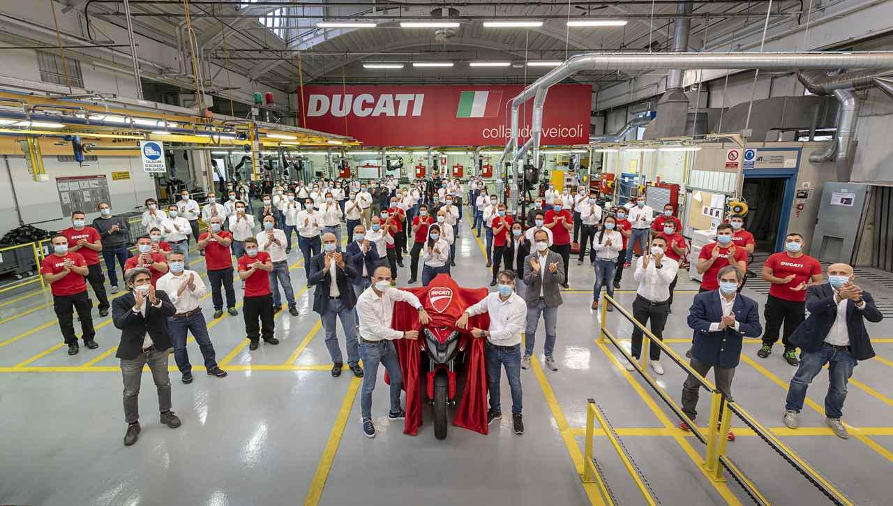 画像1: ドゥカティが新型の1158cc・V4エンジンを発表!