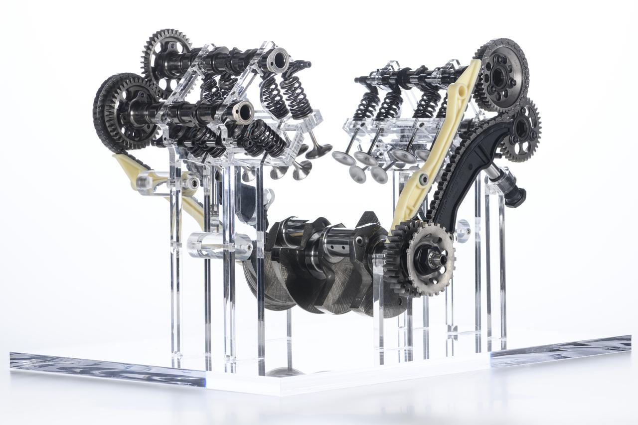 Images : 4番目の画像 - ムルティストラーダV4とエンジン「V4グランツーリスモ」 - webオートバイ