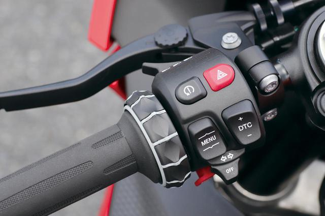 画像: BMW独特のハンドルファンクションスイッチが付いた操作系。メニュー操作も案外シンプル。