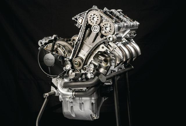 画像: 総排気量:999cc エンジン形式:水冷4ストDOHC4バルブ並列4気筒 最高出力:160kW(218PS)/14,500rpm 最大トルク:113N・m(11.5kgf・m)/12,500rpm