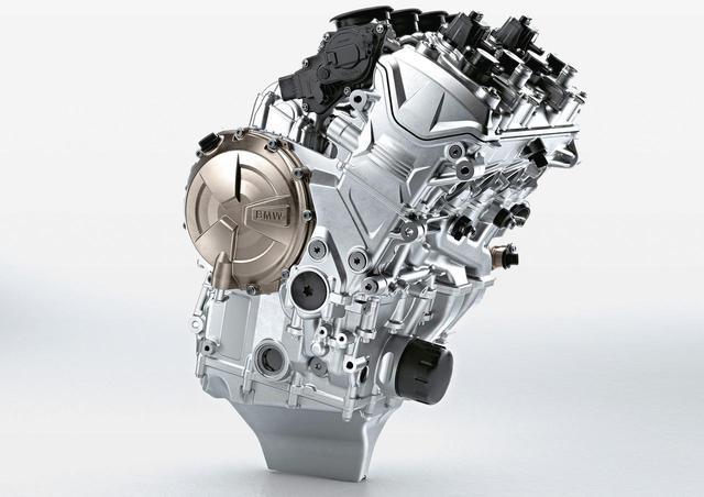 画像: 総排気量:999cc エンジン形式:水冷4ストDOHC4バルブV型4気筒 最高出力:152W(207PS)/13,500rpm 最大トルク:113N・m(11.5kgf・m)/11,000rpm