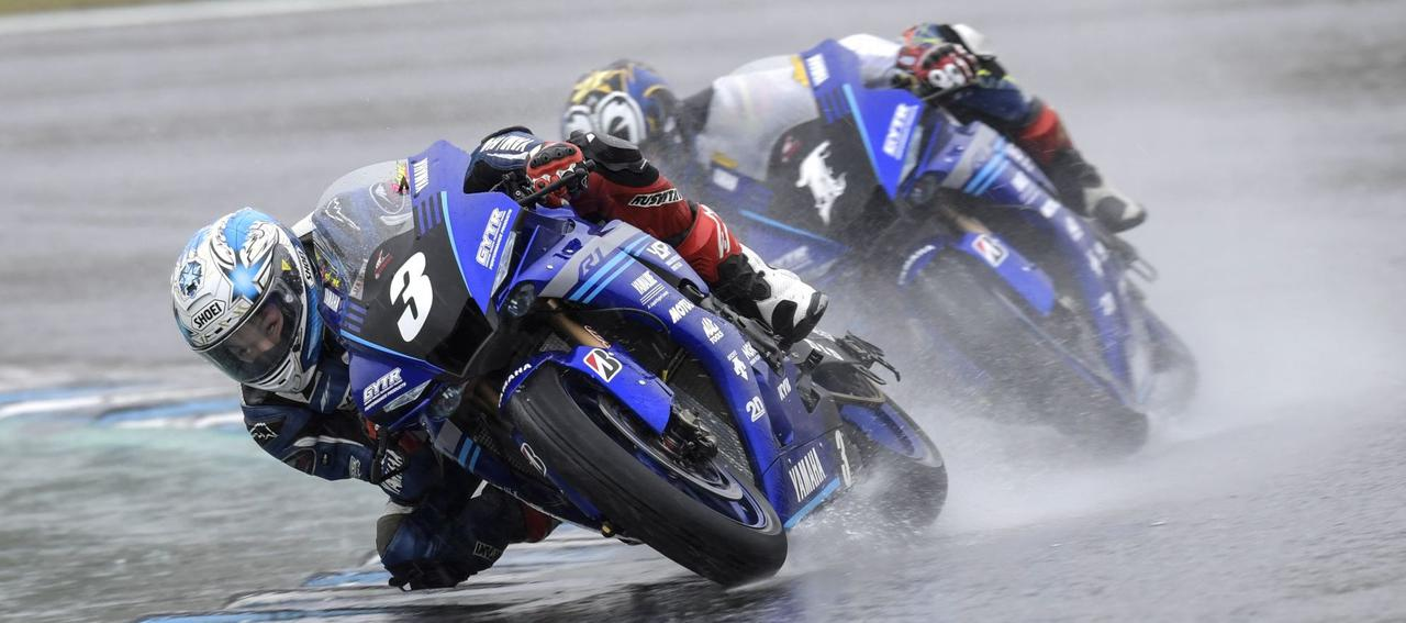 <全日本ロードレース> 雨中の決戦! 野左根5連勝達成! ~加賀山が約6年ぶりの表彰台へ