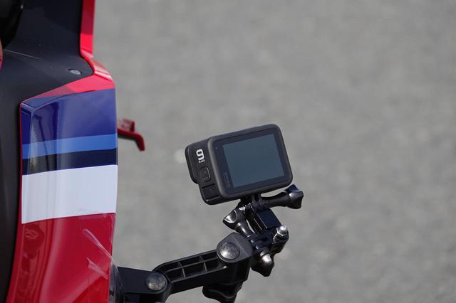画像2: 走行車両には、なにやら車載カメラも…??