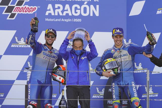 画像: カタルニアに続いて2度目のダブル表彰台! まん中はレースグループの川崎さん^^