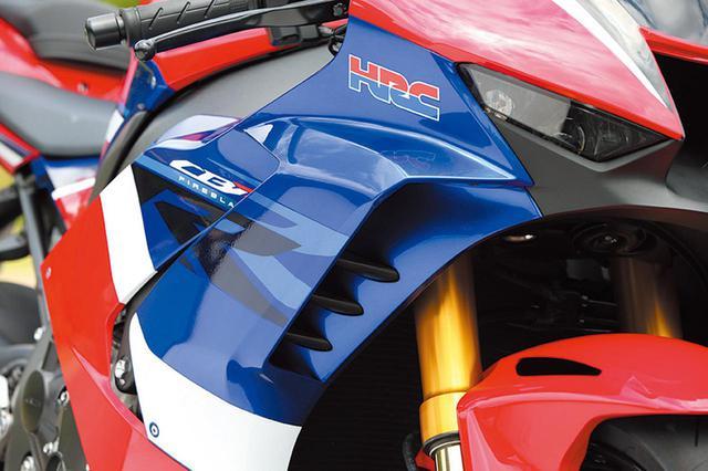 画像: MotoGPテクノロジーである、3枚のフラップを内蔵するダクトウイングはダウンフォースを発生させることで高速域でのリフトを抑える効果を実現。