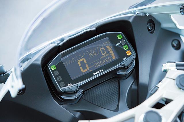 画像: 液晶メーターは、燃料計やギアポジション、燃費などを表示。上部にシフトアップインジケーターも備える。