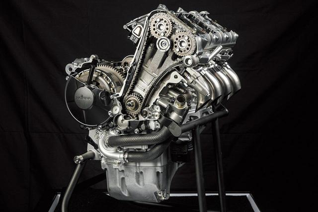 画像: RC213Vと同じボア・ストロークとして、MotoGPマシンのノウハウを惜しみなく投入。カム駆動方式にはセミカムギアトレインが採用されている。