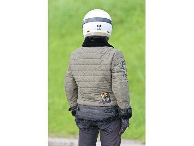 画像: ワッペンが特徴のメンズレザージャケット・20WJー5は、正面に対して背面は非常にシンプル。