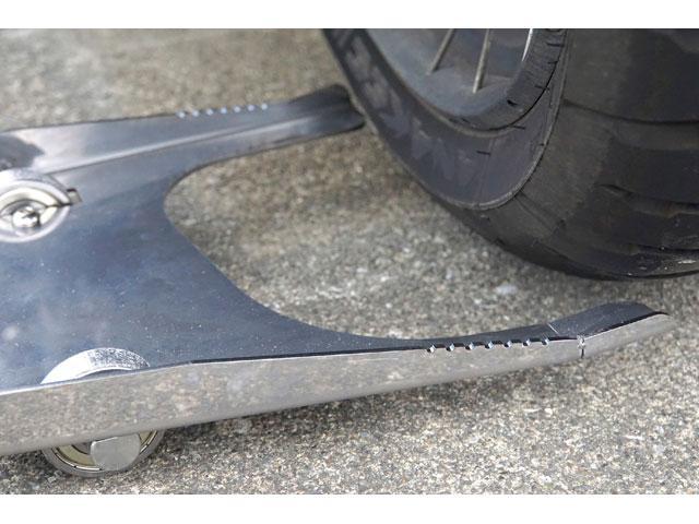 画像: ツノの先端の形状がポイント。差し込みやすく抜けにくい形状になので、バイクを押すだけじゃなく引くこともできるようになっている。こだわりの形状なのだ。