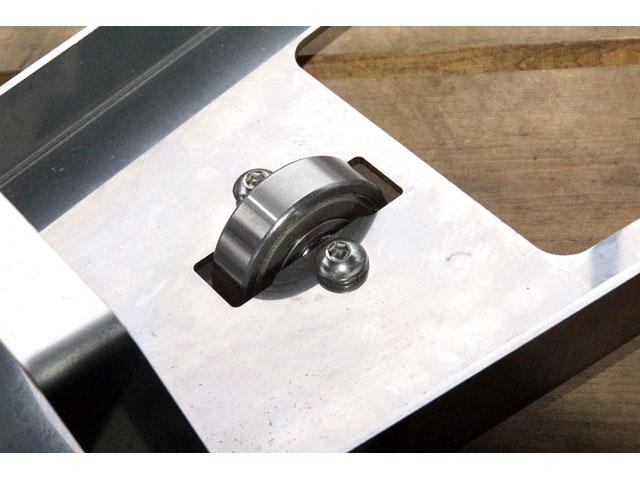 画像: 交換できる設計になっている車輪は、汎用のベアリングを使用。万一壊れても同じ規格のモノを買ってくればすぐに治すことができる。汎用品なので価格も安い。