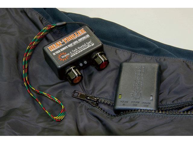 画像: 当システムでの注目は、ワイヤレス式で無段階設定可能な温度コントローラー。ポケットから覗くのは受信機だ。グラブをした手でも簡単に、2CHのダイヤル操作でふたつのパートを別々に温度調整可能。