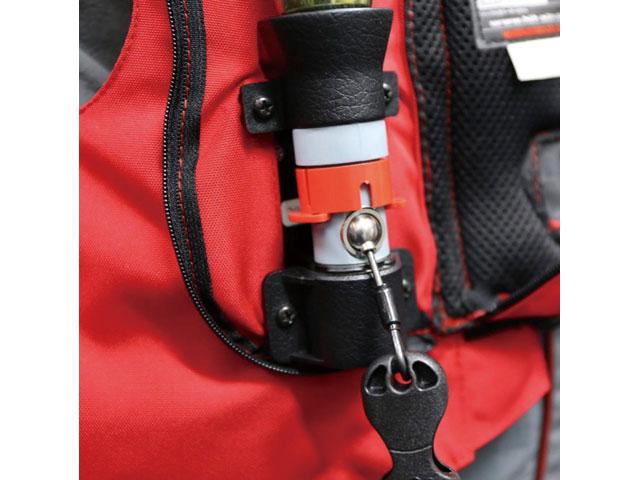 画像: エアバッグを展開する炭酸ガスボンベは胸部に内蔵。ここもより展開時間が短くなるよう改良が重ねられている。