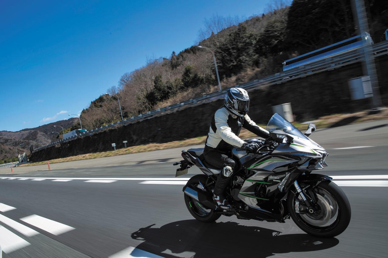 画像: スーパーチャージャーを搭載するカワサキ「Ninja H2 SX SE」のツアラーとしての性能はいかに? - webオートバイ
