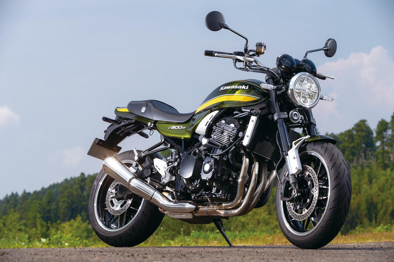 画像: Kawasaki Z900RS エンジン形式:水冷4ストDOHC4バルブ並列4気筒 総排気量:948cc 最高出力:111PS/8500rpm 最大トルク:10.0kgf・m/6500rpm シート高:800mm 車両重量:215kg 燃料タンク容量:17L タイヤサイズ(前・後):120/70ZR17・180/55ZR17 メーカー希望小売価格:135万3000円(消費税10%込)