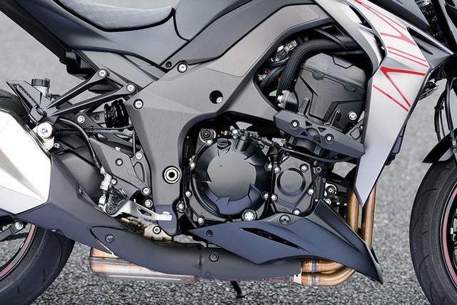 画像: 初代Z1000から改良を重ね、高い完成度のパワフルな1043cc水冷直4DOHCエンジン。加速時の吸気音まで、ライダーを高揚させるチューニングだ