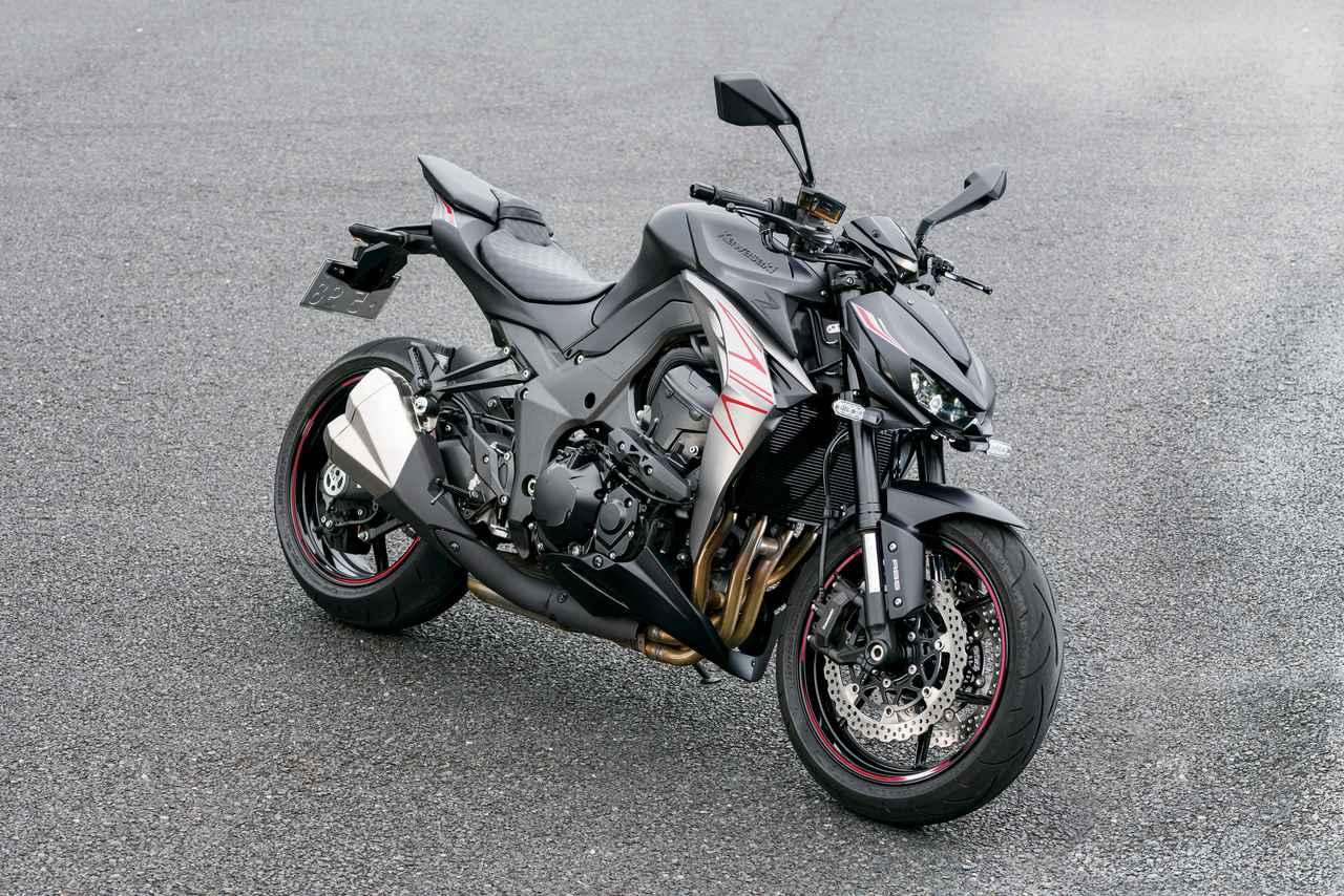 画像: Kawasaki Z1000 エンジン形式:水冷4ストDOHC4バルブ並列4気筒 総排気量:1043cc 最高出力:141PS/10000rpm 最大トルク:11.3kgf・m/7300rpm シート高:815mm 車両重量:220kg 燃料タンク容量:17L タイヤサイズ(前・後):120/70ZR17・190/50ZR17 メーカー希望小売価格:117万1500円(消費税10%込)