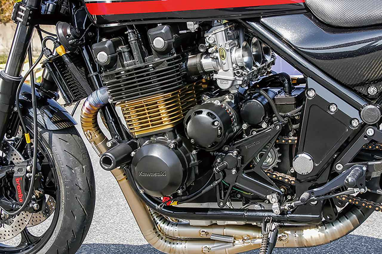 画像: フレームは各部リフレッシュ、エンジンはオーバーサイズピストンを組んでTMRφ38mmキャブレターをセット。オイルクーラーはしゃぼん玉オリジナルだ。同店ではこのようにイチから作りつつ、各部に個性を持たせた車両を今後も手がけていくとのことだ。