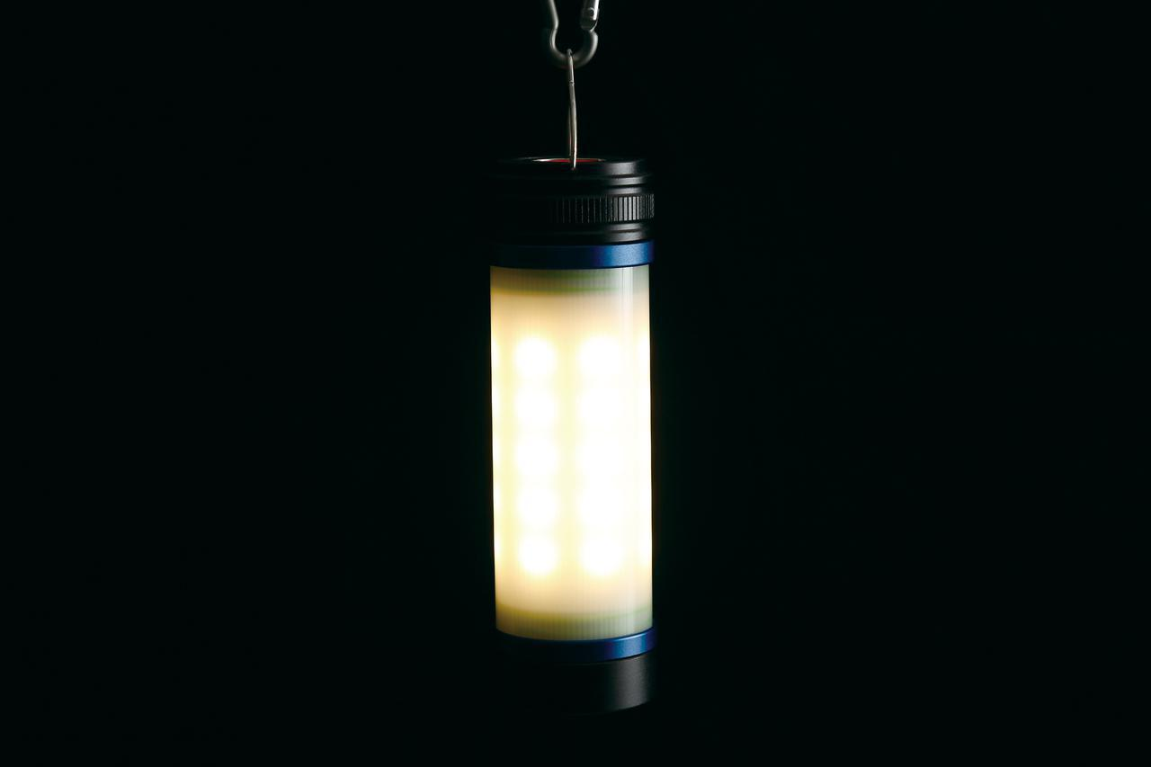 画像: ランタンとして使うなら約3000~3500ケルビンの電球色モードがお勧め。最強で2~3時間、最弱なら25時間連続点灯する。