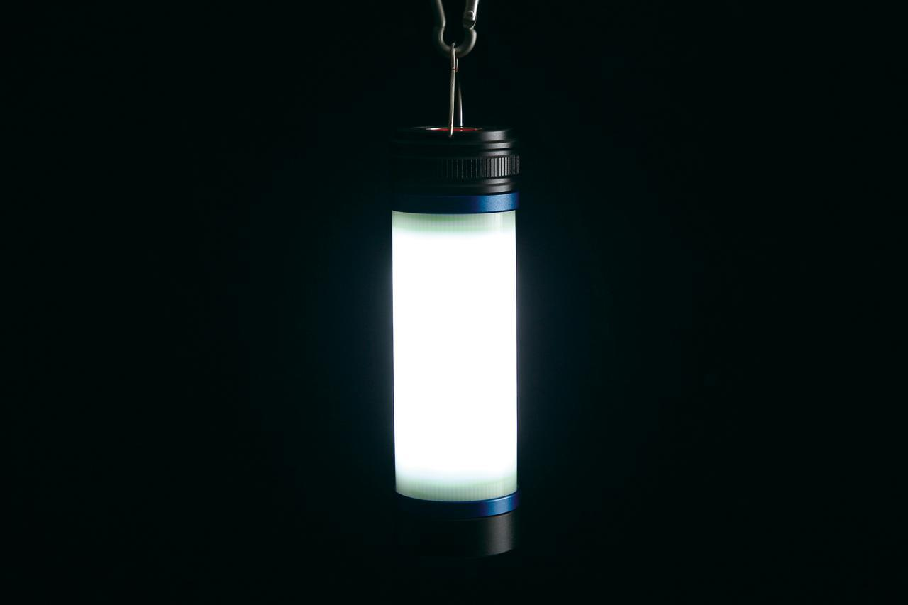 画像: ボディランプ(白)は約8000~9000ケルビンの青白い光。オートバイの整備時はこのモードが使いやすい。