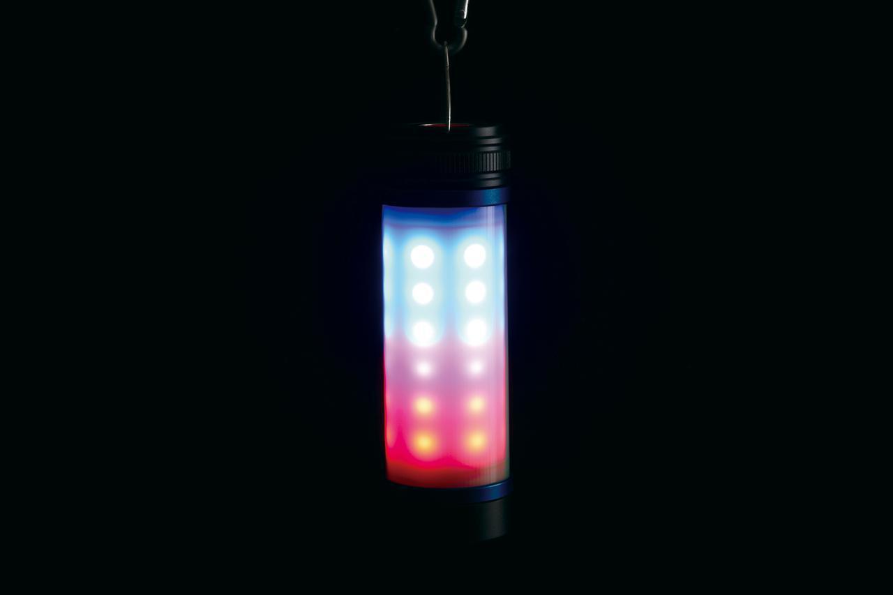 画像: エマージェンシーモードでは3種類に点滅パターンを変えながら赤と青のLEDが点滅。かなり遠くからでも目を引く光り方だ。
