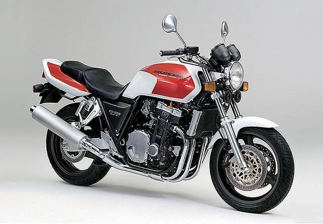 画像: 初代CB1000スーパーフォアは、1991年の東京モーターショーでコンセプトモデルが公開。発売は1992年11月、最高出力は93PSだった。