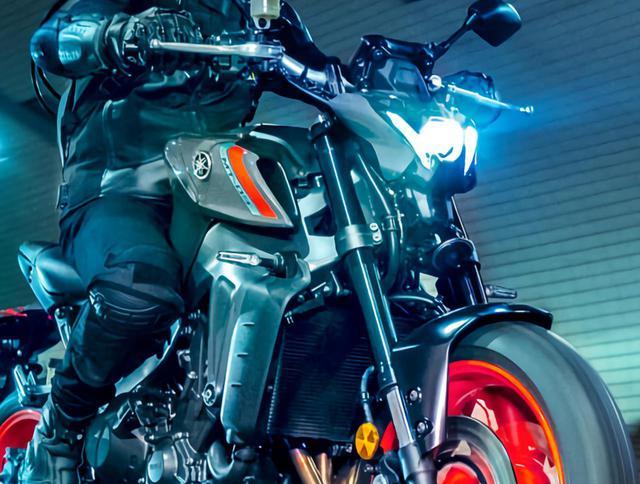 画像1: 【2021速報】ヤマハが新型「MT-09」を発表! 排気量アップ、軽量化、6軸IMUの採用、スタイリングも一新したフルモデルチェンジ! - webオートバイ