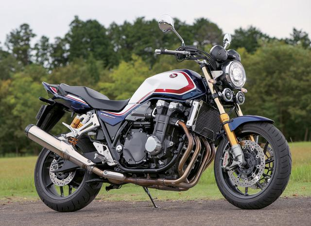 画像: Honda CB1300 SUPER FOUR SP エンジン形式:水冷4ストDOHC4バルブ並列4気筒 総排気量:1294cc 最高出力:110PS/7250rpm 最大トルク:12.0kgf・m/6500rpm シート高:780mm(SP:790mm) 車両重量:268kg 燃料タンク容量:21L タイヤサイズ(前・後):120/70ZR17・180/55ZR17 メーカー希望小売価格:151万1400円/写真の「SP」は188万5400円(消費税10%込)
