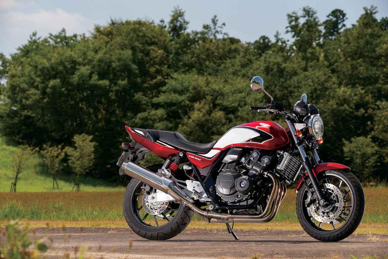画像: HONDA CB400 SUPER FOUR エンジン型式:水冷4ストOHC4バルブ並列4気筒 総排気量:399cc 最高出力:56PS/11000rpm 最大トルク:4.0kg-m/9500rpm シート高:755mm 車両重量:201kg 燃料タンク容量:18L タイヤサイズ(前・後):120/60ZR17・160/60ZR17 価格:88万4400円/ツートーンカラーは92万8400円(消費税10%込)