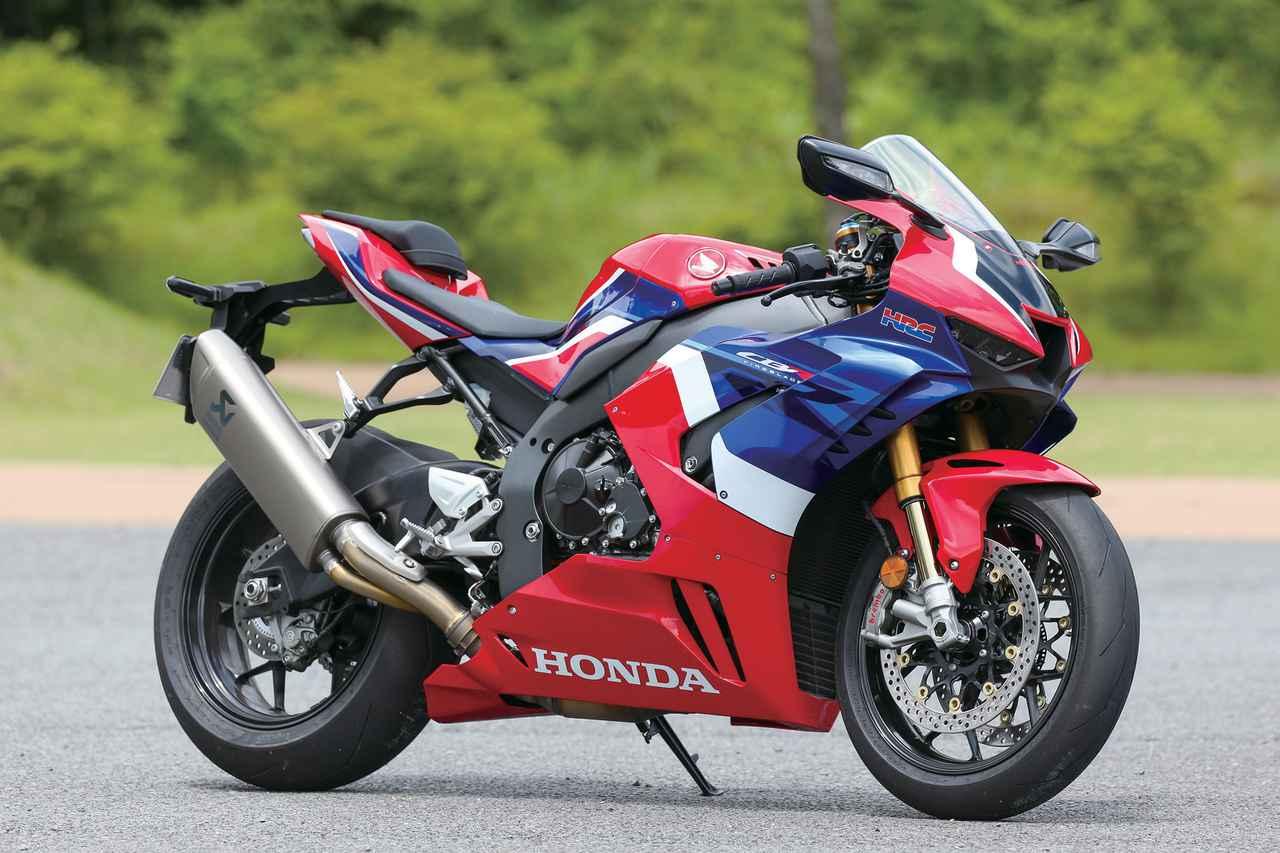 画像: Honda CBR1000RR-R FIREBLADE SP エンジン形式:水冷4ストDOHC4バルブ並列4気筒 総排気量:999cc 最高出力:218PS/14500rpm 最大トルク:11.5kg・m/12500rpm シート高:830mm 車両重量:201kg 燃料タンク容量:16L タイヤサイズ(前・後):120/70ZR17・200/55ZR17 メーカー希望小売価格:278万3000円(スタンダードは242万円)(消費税10%込)