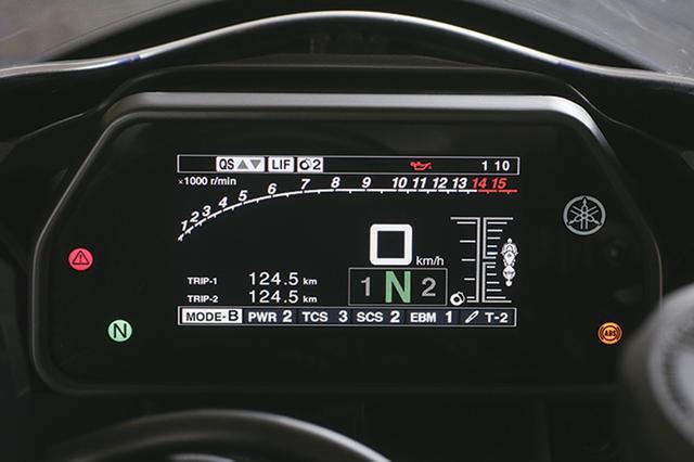 画像: メーターにはブレーキとエンジンブレーキのパラメーターを新設。電子制御システムは全面的に見直された。