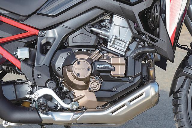 画像: 1082cc水冷並列ツインの力強さは、長距離走行での余裕とエキサイティングな走りを両立。自動変速も選べるDCT仕様も用意されている。