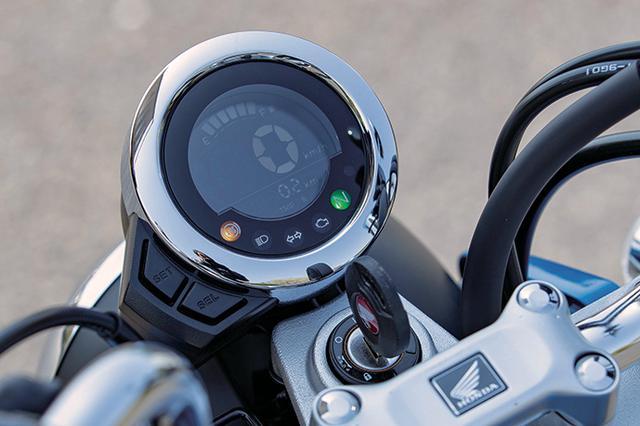 画像: メーターデザインもユニーク。反転表示の液晶に大きく速度計をデジタル表示し、その上にバーグラフ式の燃料計をレイアウトする
