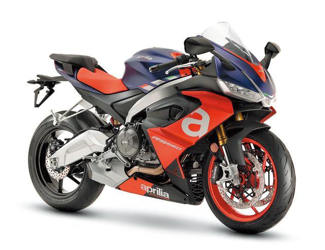 画像: 今後のアプリリア、そのスタイリングの方向性を示す洗練されたデザイン。スポーツバイクとしての機能に開放感と快適性もプラス。
